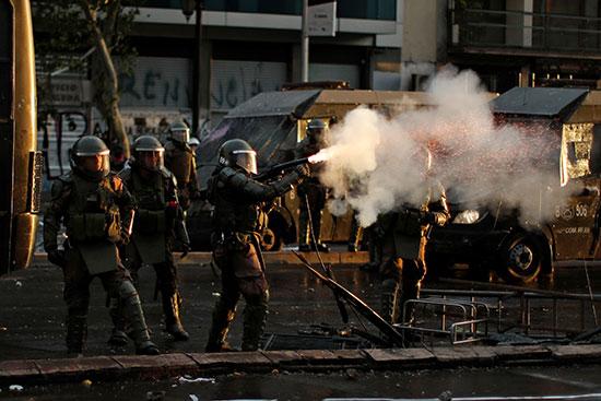 احتجاجات ضد حكومة تشيلى فى سانتياغو