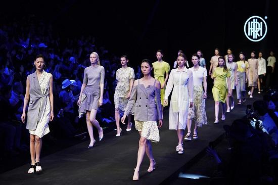 مجموعة صاحب السمو الملكي المصمم لون يانغ