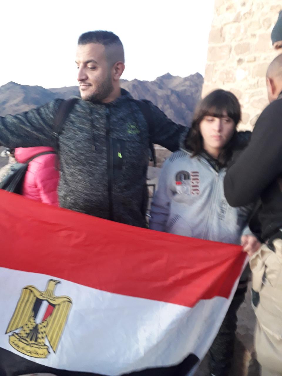 نجاح أول طفل معاق فى تسلق جبل موسى للترويج للسياحة البيئية  (3)