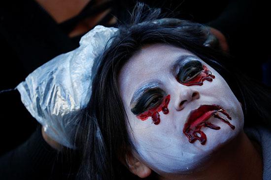 دماء مزيفة فى احتفالات الهالووين
