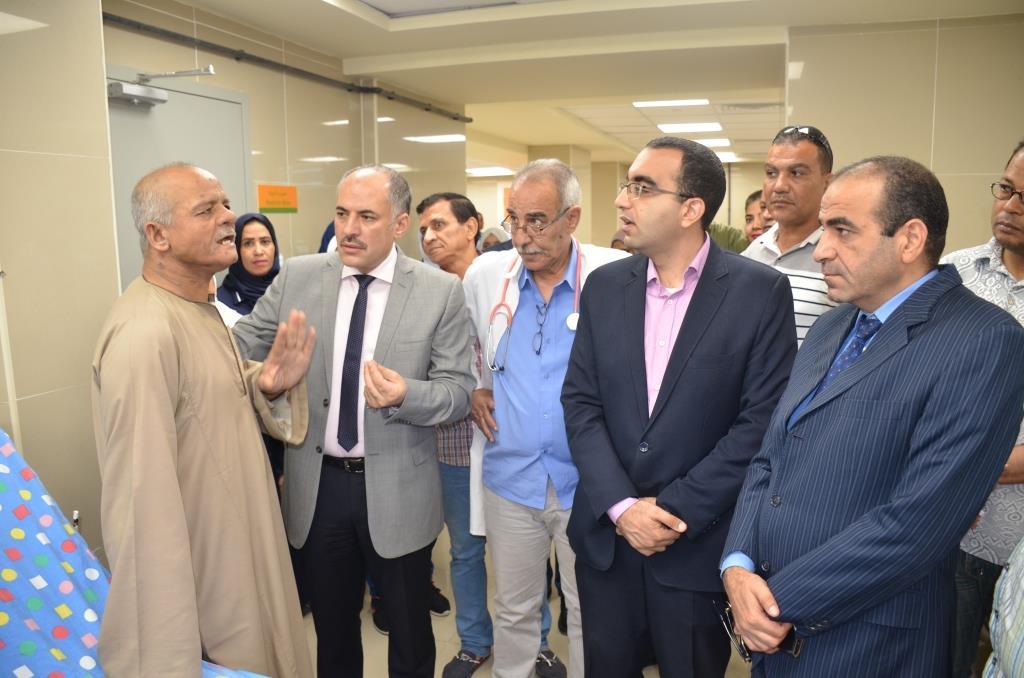 5- نائب المحافظ والقيادات أثناء الزيارة