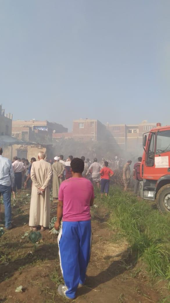 سيارات الإطفاء تسيطر على الحريق