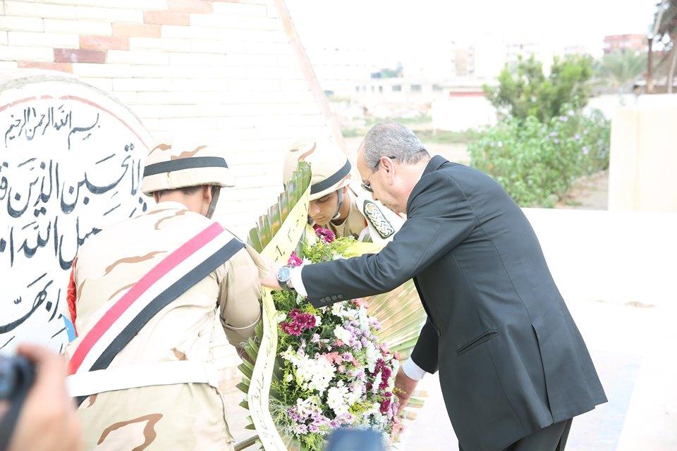 محافظ كفر الشيخ يضع إكليل الزهور  (1)
