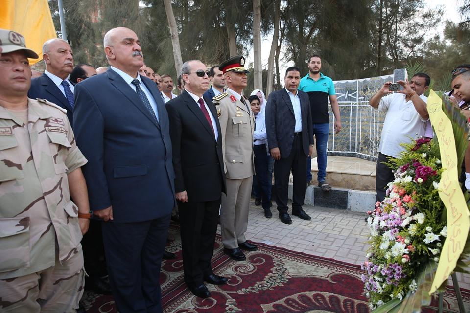 محافظ كفر الشيخ يضع إكليل الزهور  (4)