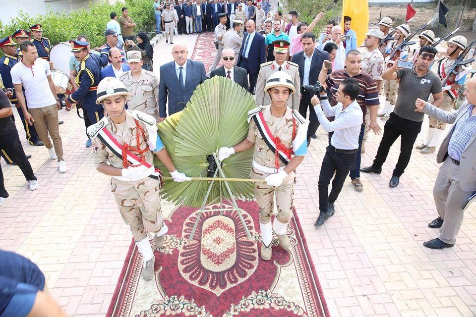 محافظ كفر الشيخ يضع إكليل الزهور  (3)