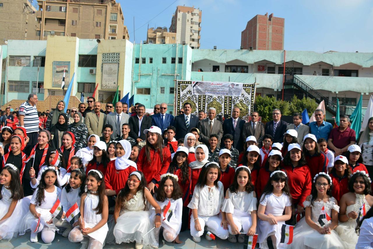 محافظ القليوبية يشارك باحتفالية التربية والتعليم بذكرى نصر أكتوبر (9)