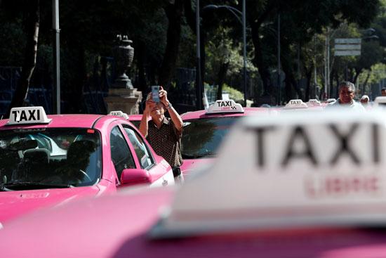 تكدس سيارات الأجرة بالمكسيك خلال احتجاجات سائقو التاكسى