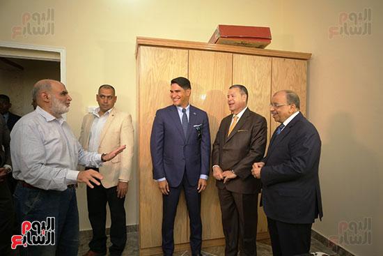 رجل الأعمال أحمد أبو هشيمة خلال افتتاح أعمال تطوير قرية تزمنت الغربية (23)