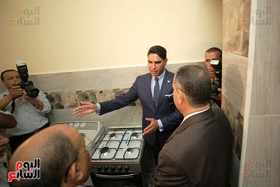 رجل الأعمال أحمد أبو هشيمة خلال افتتاح أعمال تطوير قرية تزمنت الغربية (28)