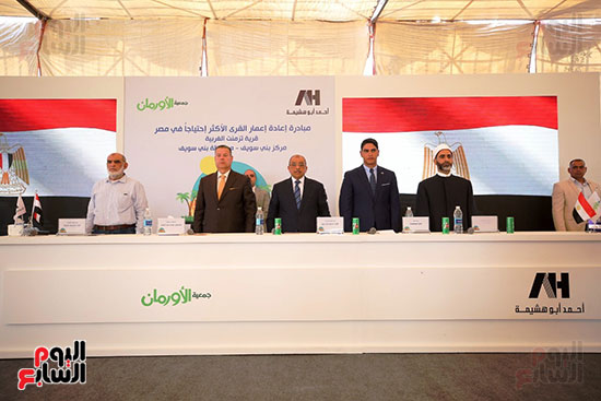 رجل الأعمال أحمد أبو هشيمة خلال افتتاح أعمال تطوير قرية تزمنت الغربية (33)
