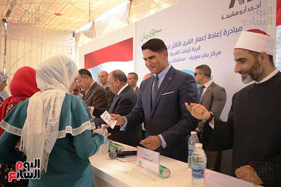 رجل الأعمال أحمد أبو هشيمة خلال افتتاح أعمال تطوير قرية تزمنت الغربية (25)