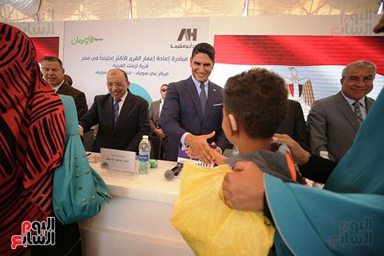 رجل الأعمال أحمد أبو هشيمة خلال افتتاح أعمال تطوير قرية تزمنت الغربية (21)