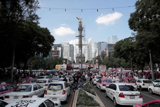 شوارع العاصمة مكسيكو سيتى تتكدس بسيارات الأجرة