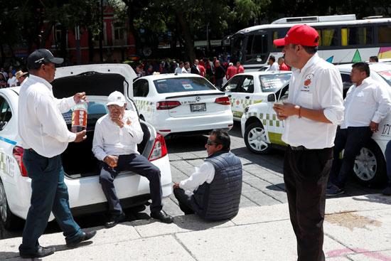سائقي سيارات الأجرة يحتجون على تطبيقات التاكسي فى المكسيك