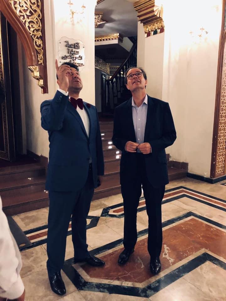 احمد شاكر يشرح للسفير تاريخ المسرح القومي