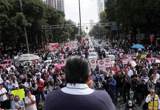 احتجاجات سائقو التاكسى فى مكسيكو سيتى على التطبيقات الذكية