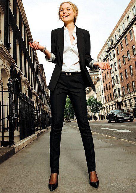 بدلة سوداء كلاسيكية