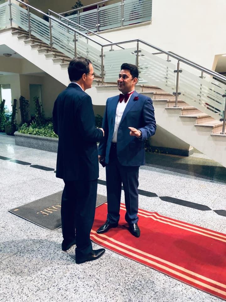 مناقشة بين السفير واحمد شاكر حول الوضع الثقافي