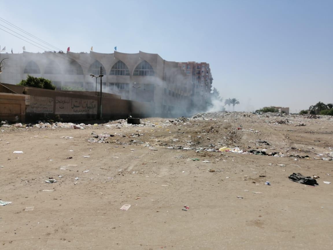 القمامة فى الطريق المؤدى للجامعة