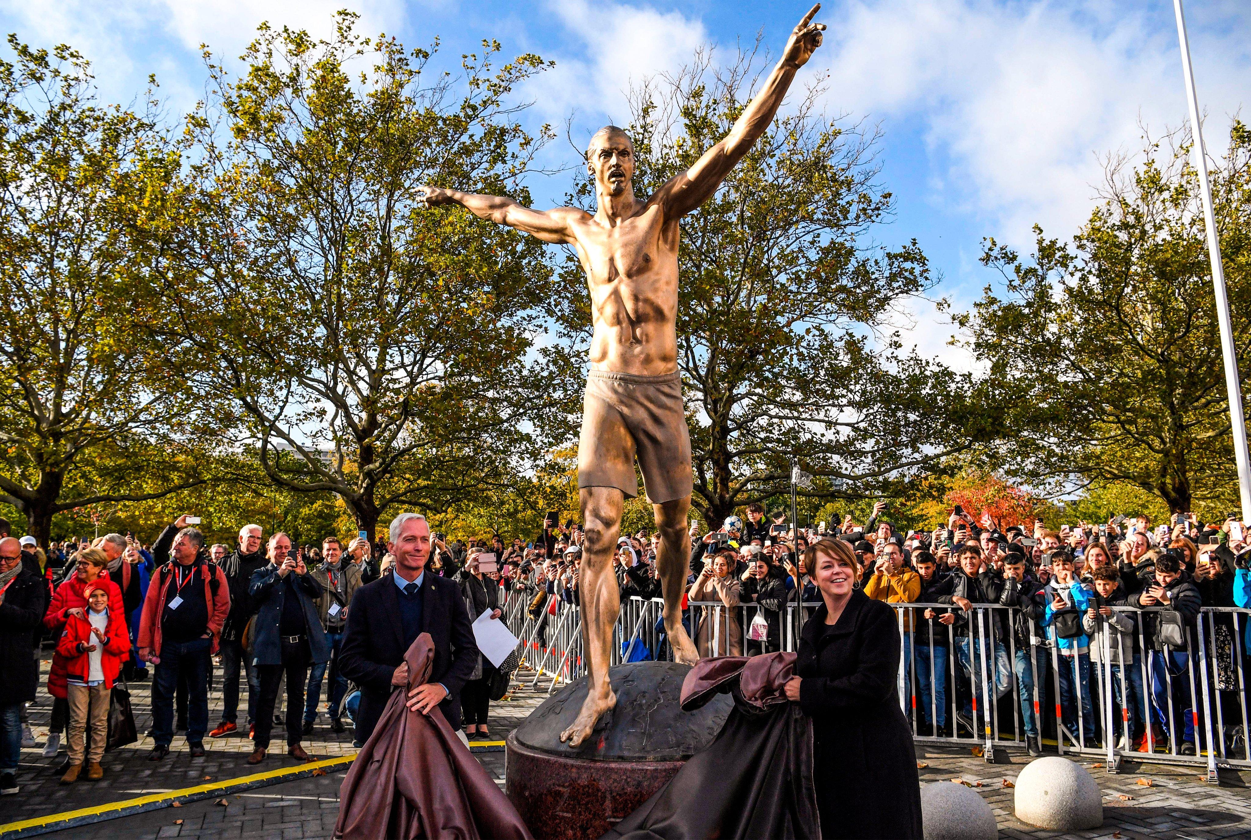 تمثال إبراهيموفيتش