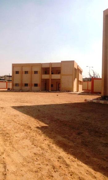 أول مدرسة لصناعة الحلى والمجوهرات (11)