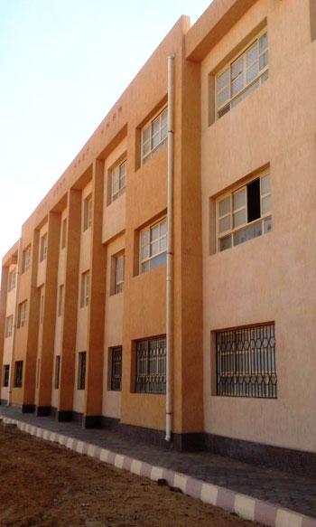 أول مدرسة لصناعة الحلى والمجوهرات (2)