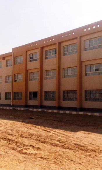 أول مدرسة لصناعة الحلى والمجوهرات (9)