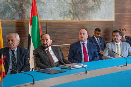 حاكم الشارقة یزور البیت العربي  ویشھد اتفاقیة تعاون مع ھیئة الشارقة للكتاب   (8)