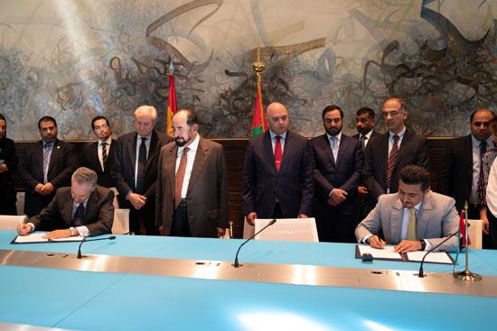 حاكم الشارقة یزور البیت العربي  ویشھد اتفاقیة تعاون مع ھیئة الشارقة للكتاب   (5)