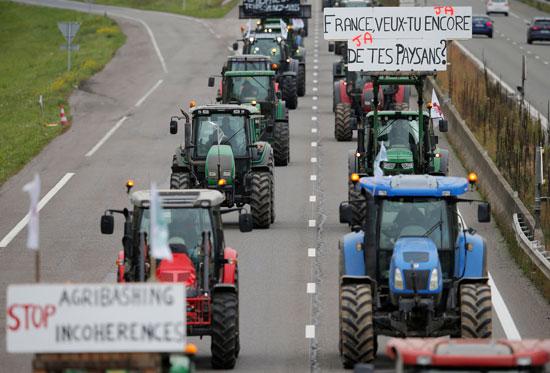 مزارعون-يغلقون-طريق-قرب-ستراسبورج
