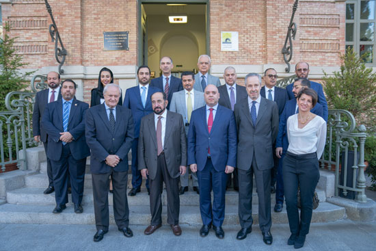 حاكم الشارقة یزور البیت العربي  ویشھد اتفاقیة تعاون مع ھیئة الشارقة للكتاب   (2)