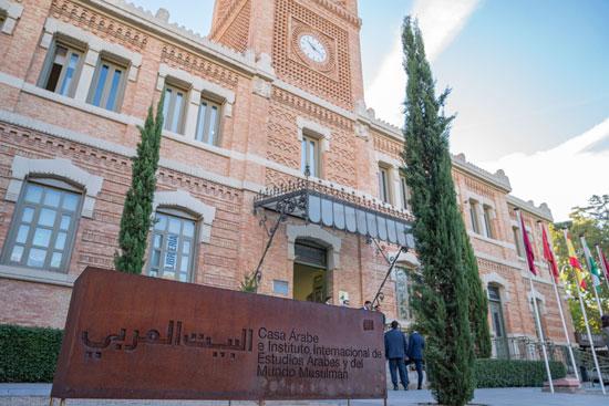 حاكم الشارقة یزور البیت العربي  ویشھد اتفاقیة تعاون مع ھیئة الشارقة للكتاب   (7)