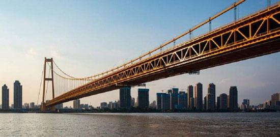 الصين-تفتتح-أطول-جسر-معلق