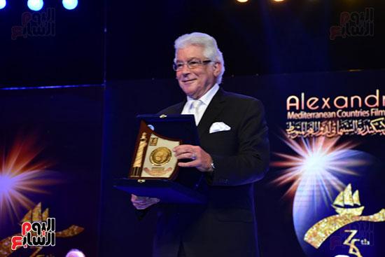 تحية محمود قابيل للجمهور  (2)