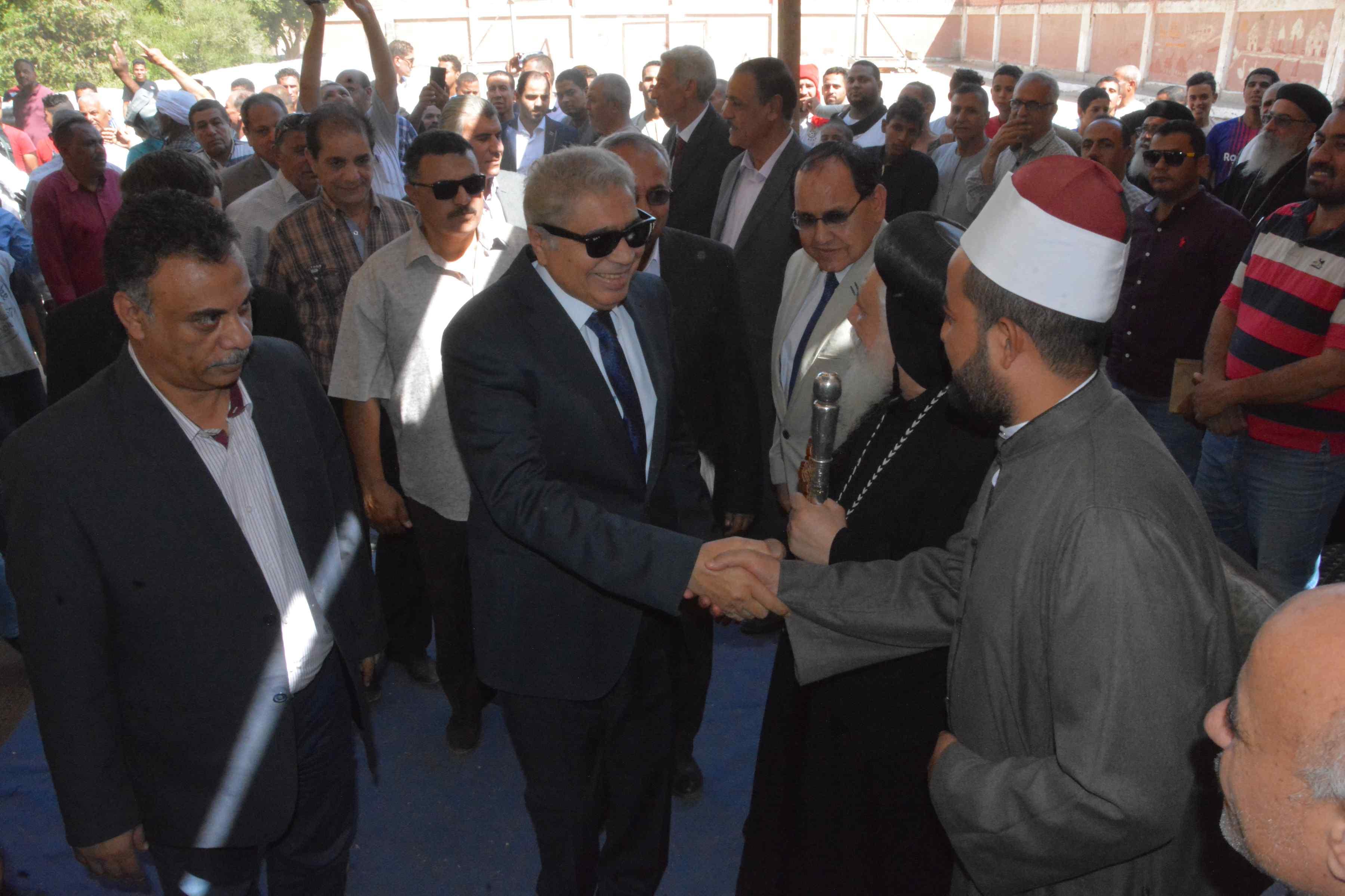 محافظ المنيا يتابع فعاليات برنامج تعزيز المواطنة بدير أبو حنس بملوى (8)