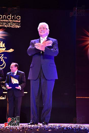 تحية محمود قابيل للجمهور  (1)