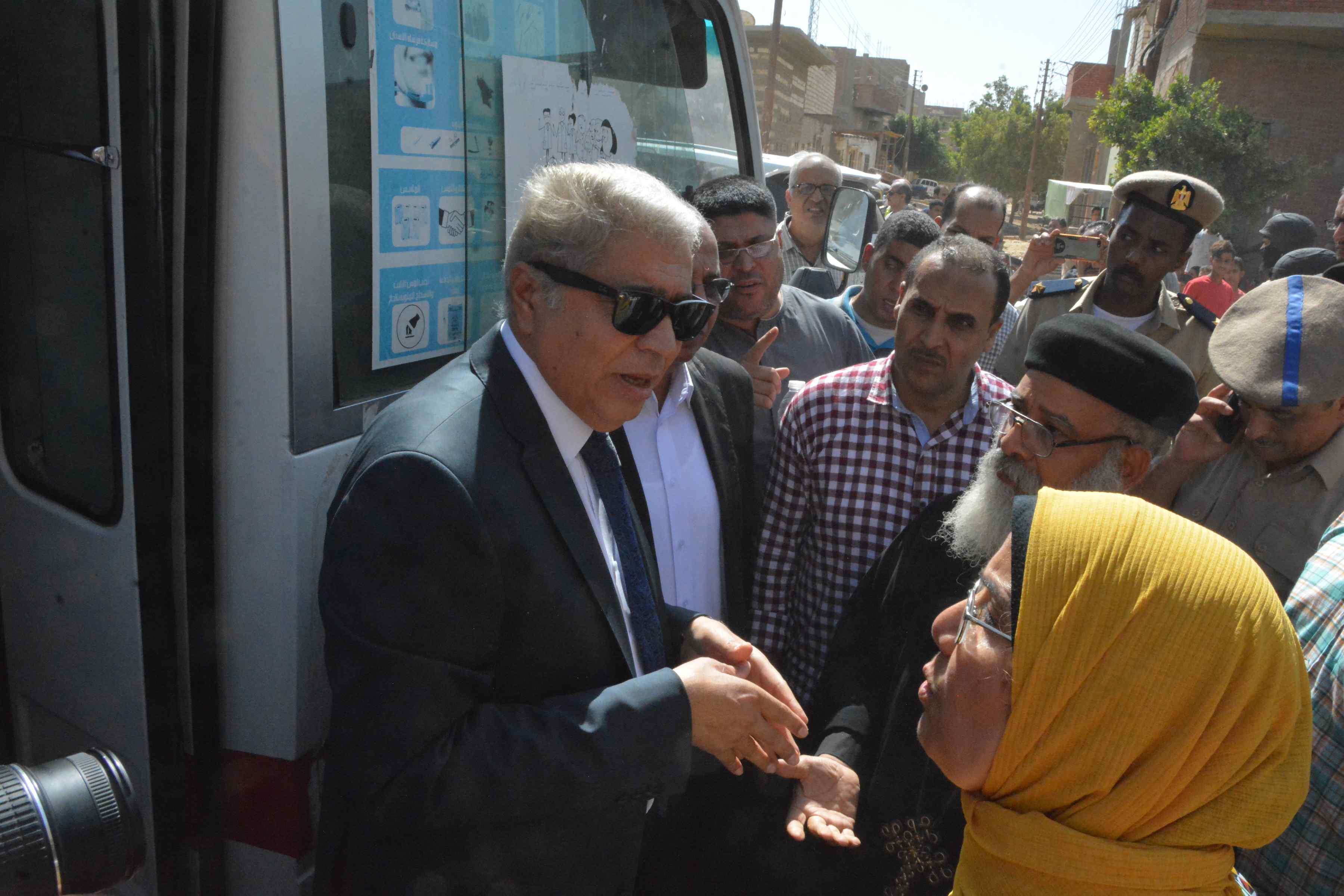محافظ المنيا يتابع فعاليات برنامج تعزيز المواطنة بدير أبو حنس بملوى (4)