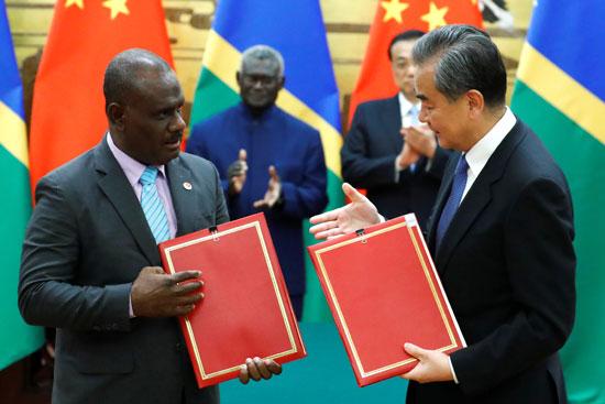 وزير-الخارجية-الصينى-ووزير-خارجية-جزر-سليمان