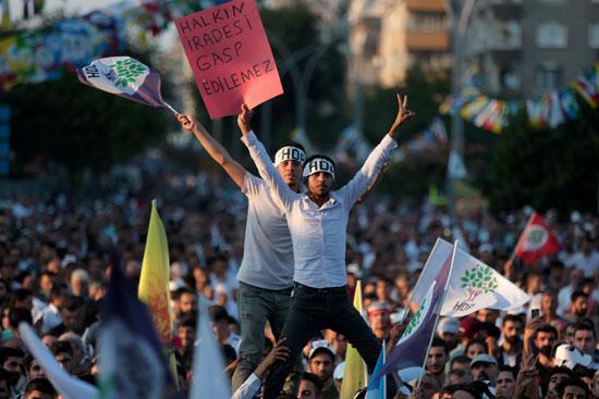 تظاهرات كردية من اجل السلام
