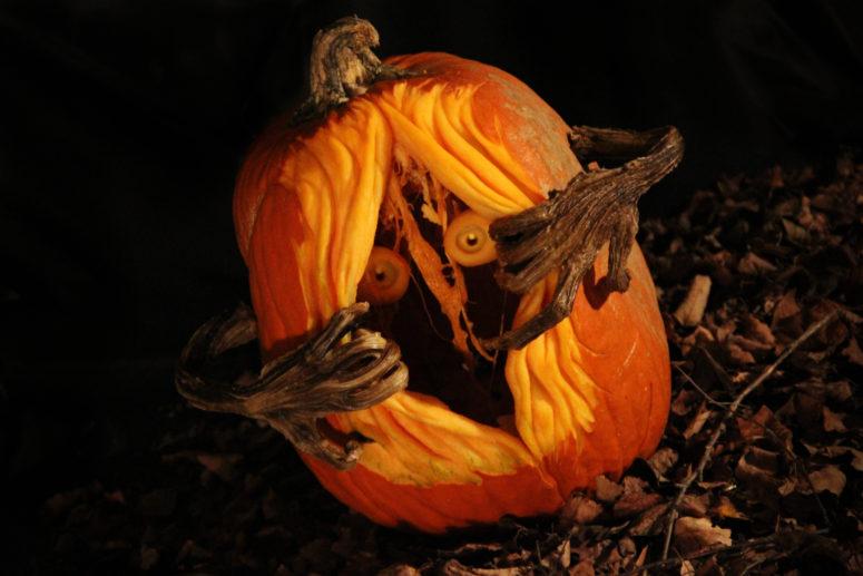 100-halloween-pumpkin-carving-ideas-3-775x517