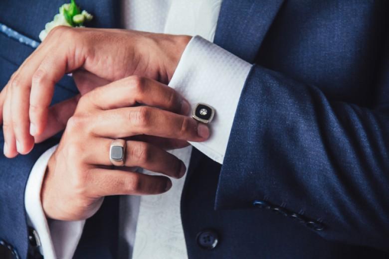 قواعد إرتداء خاتم الزفاف عند الرجال