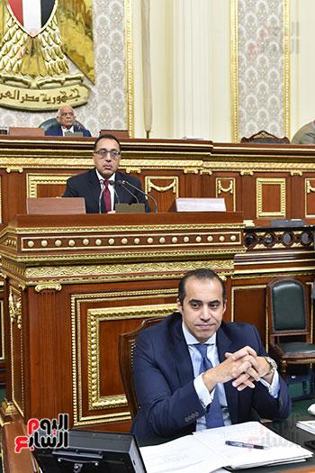 مصطفى مدبولى يلقى بيان بالبرلمان