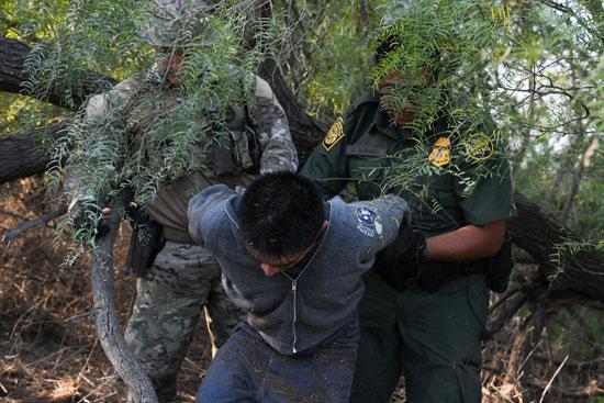 جانب من حملة الاعتقالات