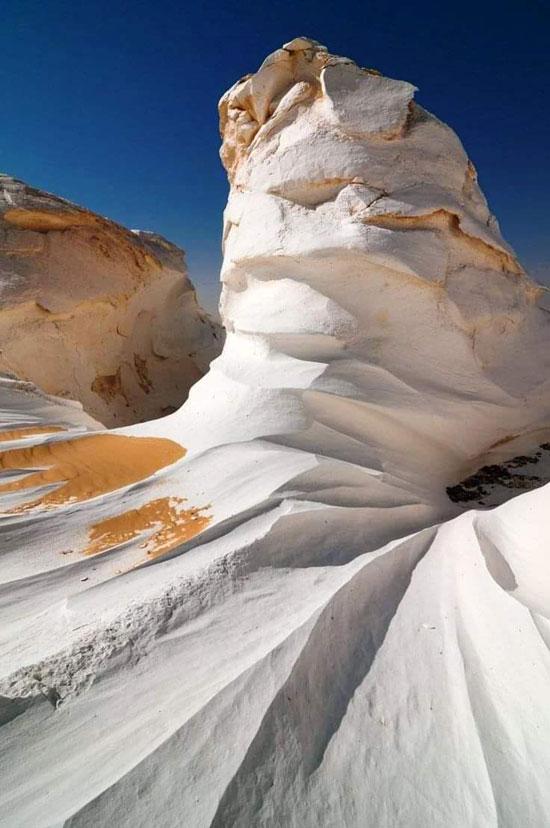 تكوين-طبيعي-من-الصخور