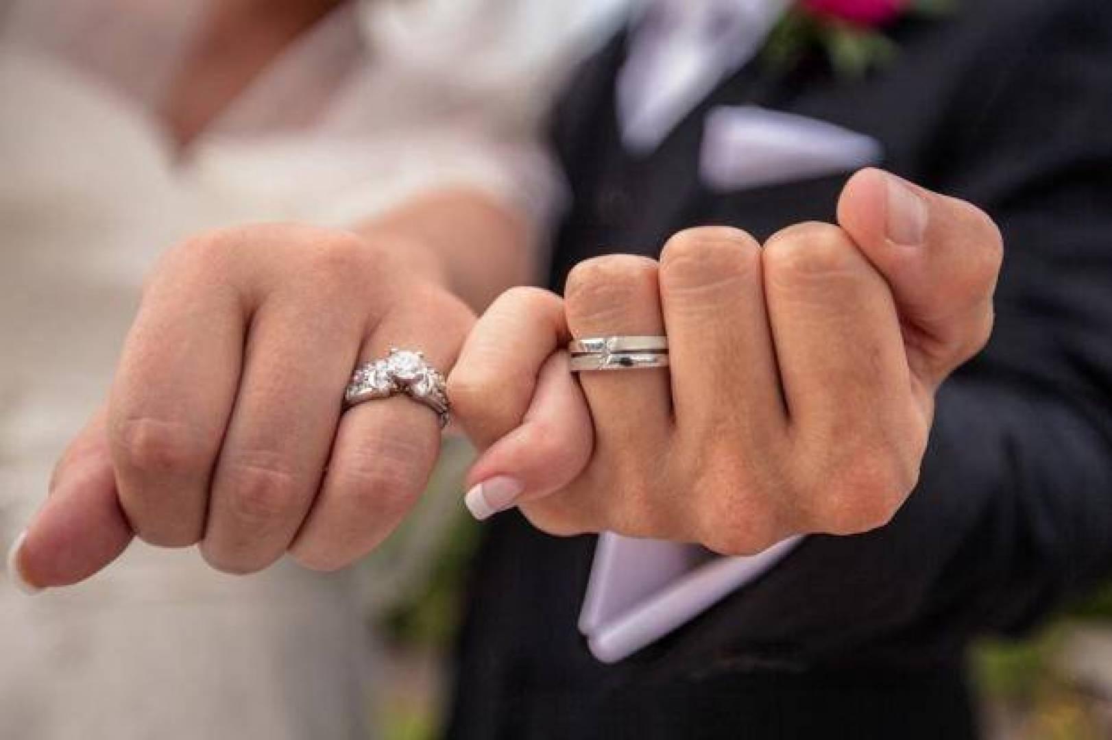 إتيكيت إرتداء خاتم الزفاف