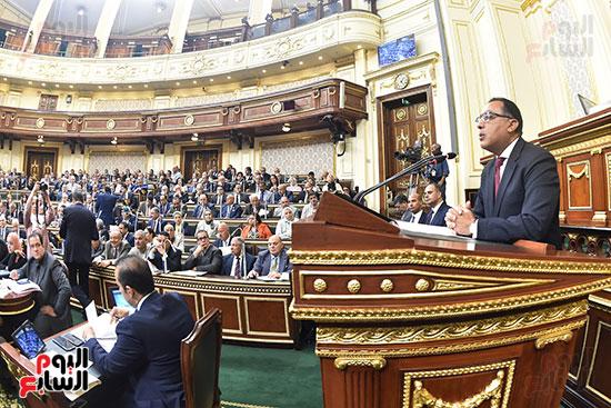 مصطفى مدبولى يلقى بيان بالبرلمان (2)