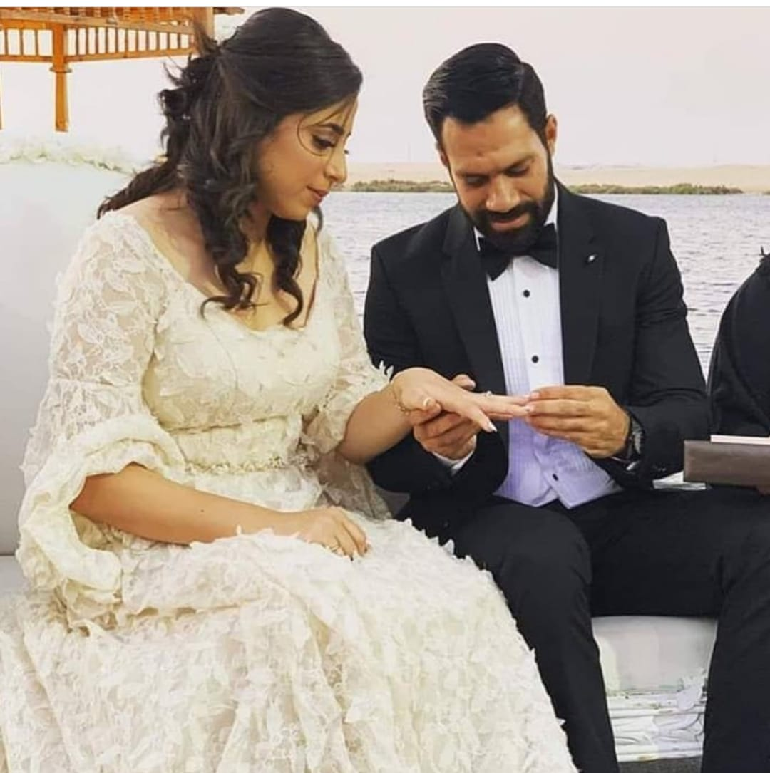 حسنى عبد ربه و زوجته 1