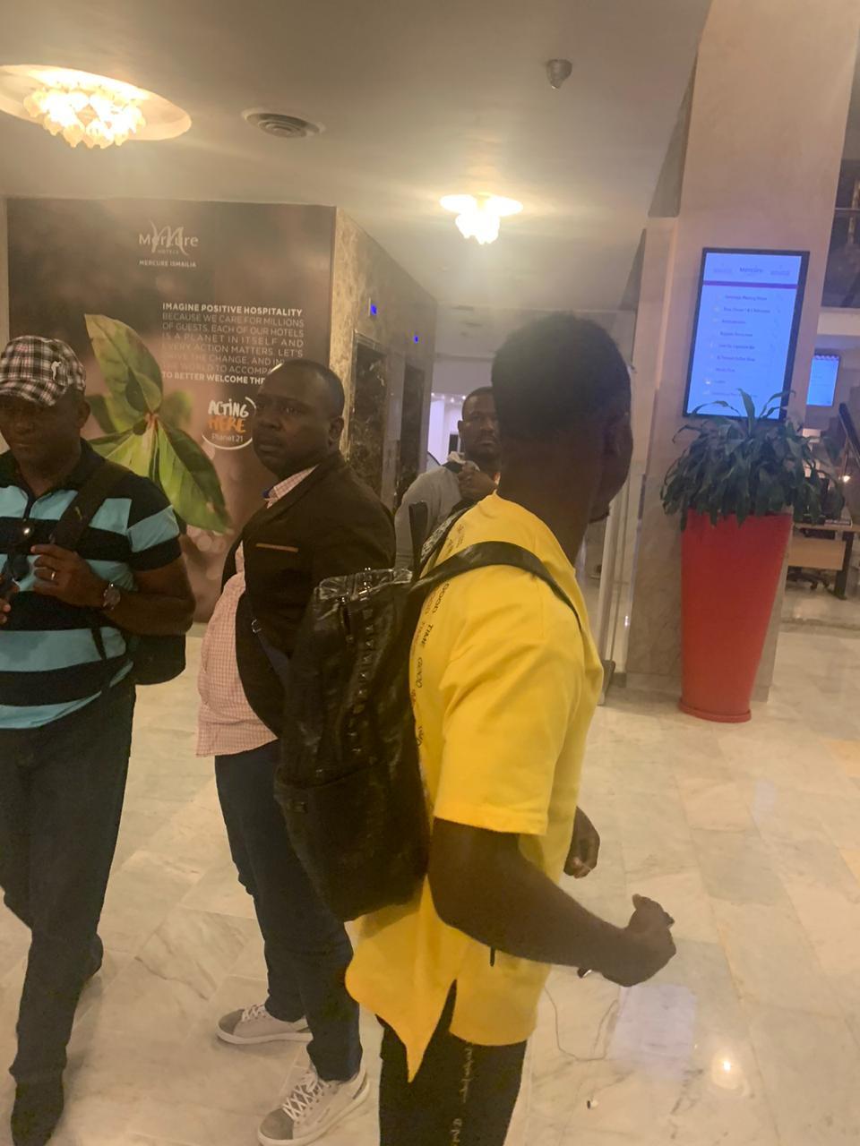 وصول بعثة منتخب الكاميرون إلى الإسماعيلية  (10)