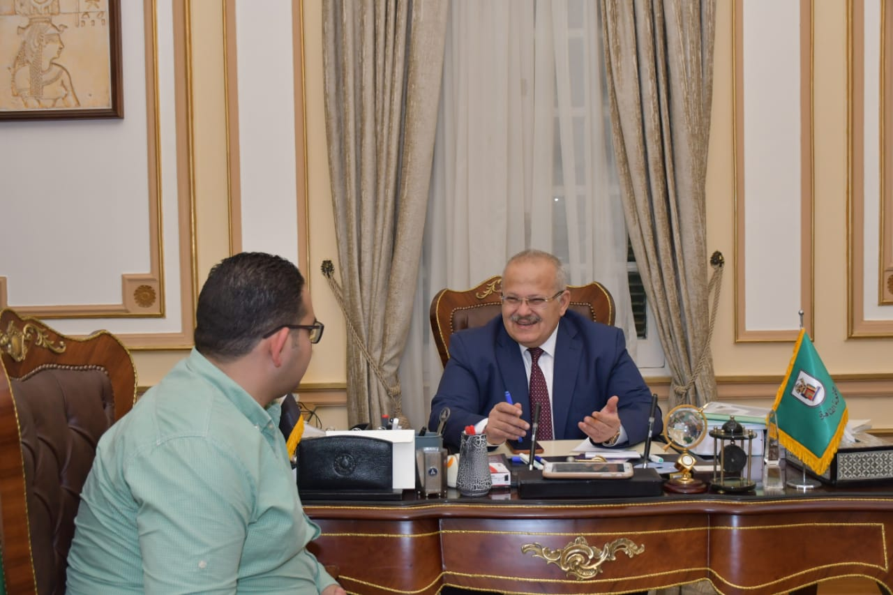 رئيس جامعة القاهرة  ومحرر اليوم السابع  (1)