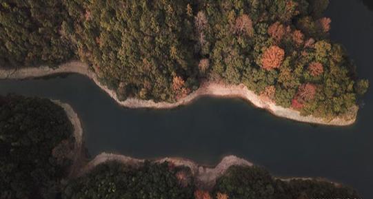 تدخلات الارض ومياه البحيرة
